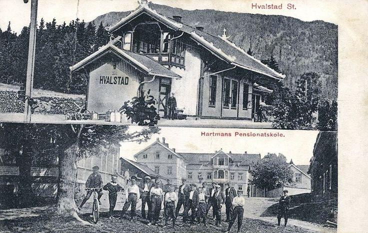 Hvalstad stasjon 2 bilders kort. Stasjonen og Hartmanns pensionatskole brukt 1910