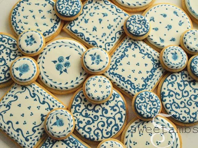 While I was doing research for my cracked glaze cookies, I came across lots of Delft pottery and Blue Willow.  Then I saw this plate in a neighborhood cafe and I knew I had to make these cookies.  These are all made using the wet-on-wet royal ici