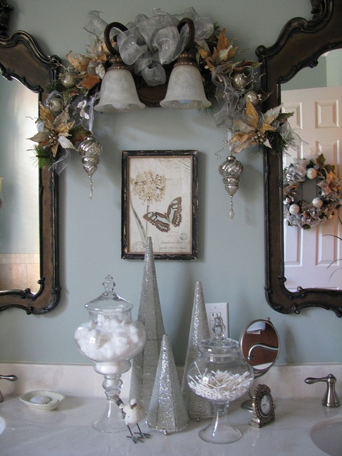 7 best images about christmas bathroom on pinterest for Bathroom decor for christmas