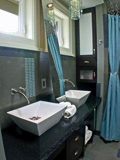 Blue, sparkle bathroom