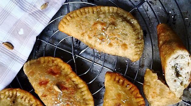 """""""Gâteaux patates"""", chaussons de patate douce blanche fourrés à la noix de coco et parfumés à la cardamome : un goûter street-food à la Mauricienne !"""
