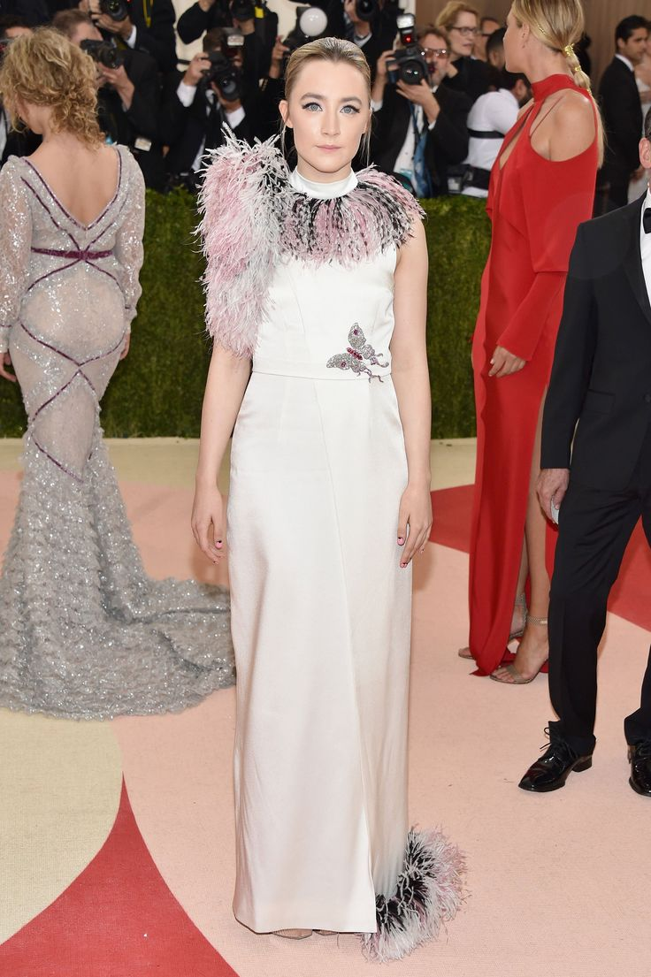 Met Gala 2016: Saoirse Ronan in a Christopher Kane dress and Anna Hu Haute Joaillerie jewelry