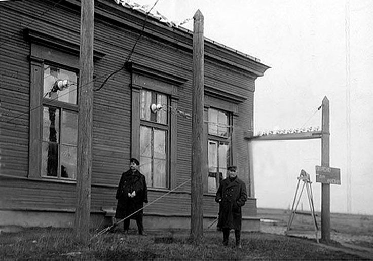 Tsarskoe Selo radio transmitter - 1914.  Used to talk to Britain during WW1 , Brest Treaty and later by Lenin for political broadcasts. Probably destroyed during WWII. Was located somewhere between the racecourse and the Imperial railway station I believe.