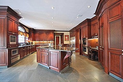 Nice big kitchen love the desk in my dream house for Nice kitchen pictures