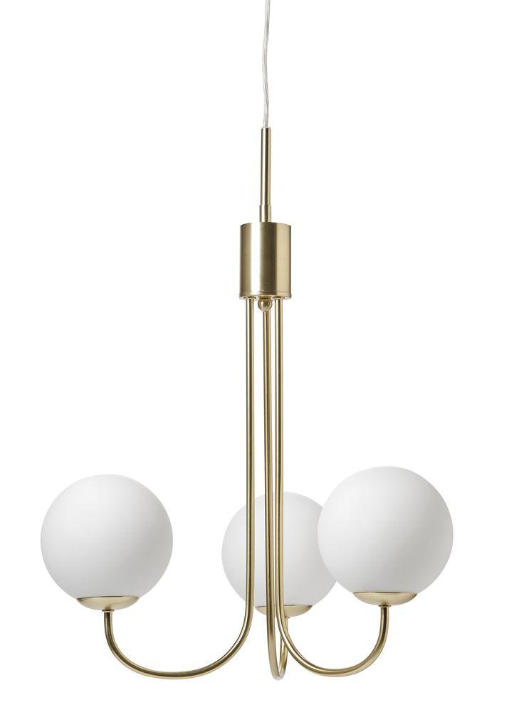 Vacker taklampa med glober i opalglas. Klassiskt utseende som är lika fin över soffbordet som i matrummet. Komplettera med LED- ljuskällor.