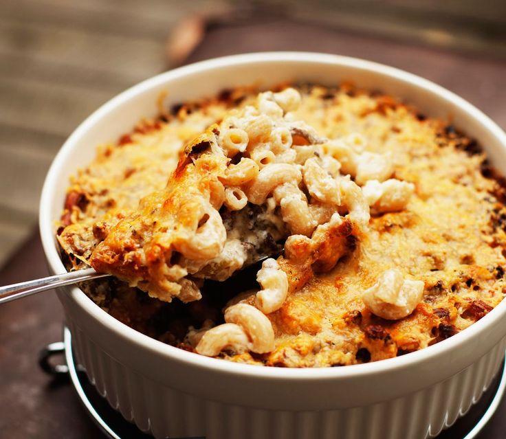Jouni Toivasen ohjeella ihan tavallisesta makaronilaatikosta tulee fantastisen maukasta. Jauheliha ei ole harmaata mössöä, kun ruskistat sen...