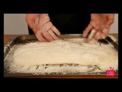 Herman wys stap-vir-stap hoe om ciabatta-deeg te vorm | Make your own Ciabatta. We show you step by step  #ciabatta #italian #bread