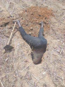 Shocking!!! A 30 year old man,identified as Stanley Dalikeni, from Mkoko, TA Kalolo Lilongwe, Malawi, was confirmed dead while hunting for mice.....