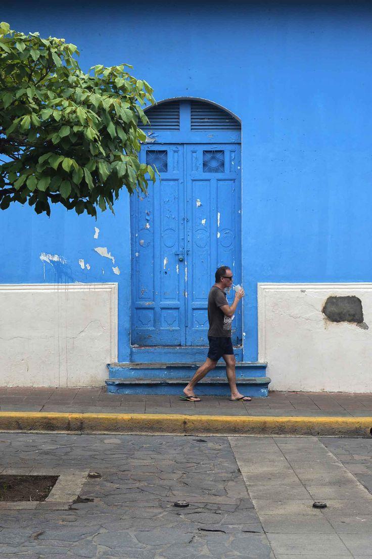 Blue door in Granada, Nicaragua | heneedsfood.com