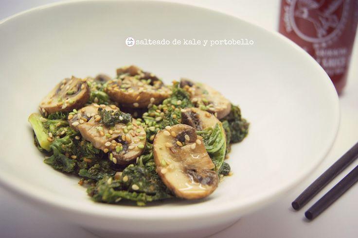 Jugando a las cocinitas: Salteado de kale y portobello. Receta de col kale.