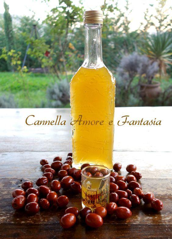 Il liquore digestivo di giuggiole è veramente un amaro digestivo molto efficace e gustoso,aromatizzato con le bacche di cardamomo e i chiodi di garofano.