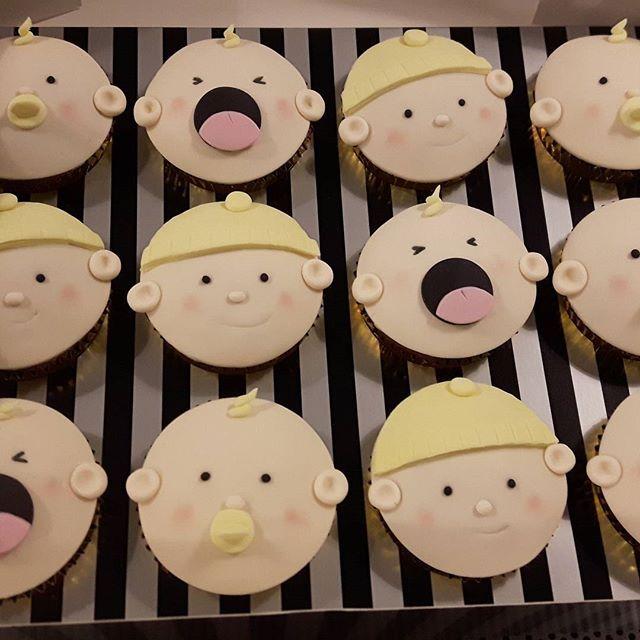 Babyshower cupcakes er altid populær 😊😰😲 #københavnskage #københavn #amager #amagerkage #bakemyday #fødselsdagskage #cupcakes #babyshowerkage #babyshower #dåbskage #barnedåbskage