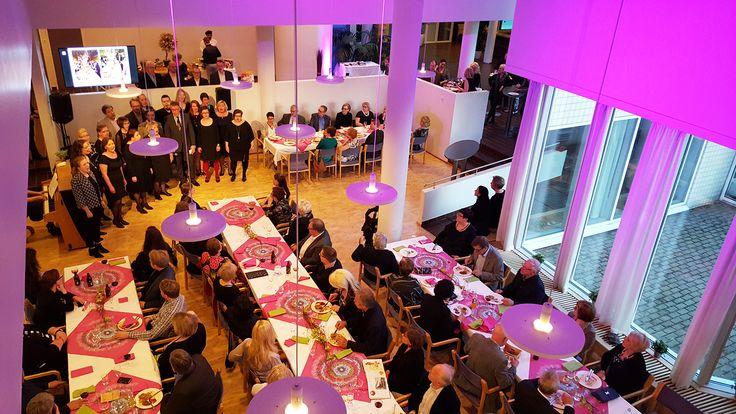 Tunnelmallinen UKK-instituutti. Suureen tilaan mahtuu pitämään isojakin juhlia. #linkosuonjuhlapalvelut #linkosuo #UKK #ukkinstituutti #juhlatila