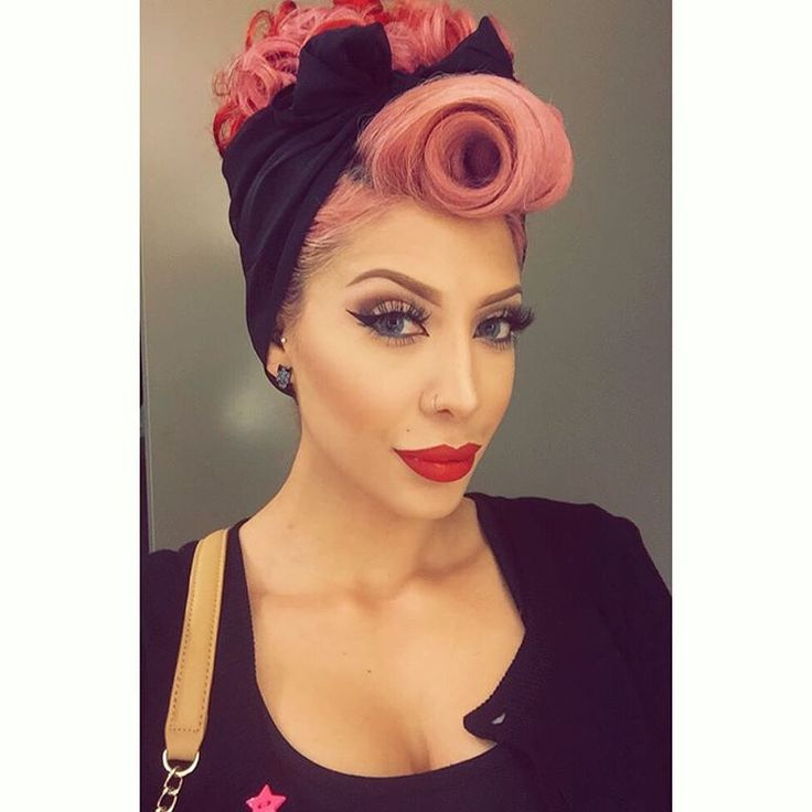 """#vintageupdo from the other day and was done in about 5 minutes! My hair was still curly from a style the day before. I just added hot rollers to my…"""
