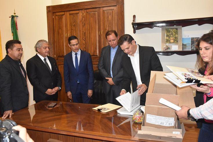 El presidente del Congreso del Estado recibió la Iniciativa de la Ley de Ingresos, así como el proyecto de Presupuesto del Gobierno de Michoacán para el Ejercicio Fiscal 2018, el ...