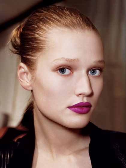 Eye Makeup to Balance Bold Lipstick | Wash of Color. A single wash of diffused brown color gives dimension to eyes.