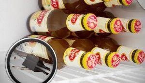 """""""Ist der Kühlschrank viel zu klein, staple Flaschen sinnvoll rein :-)"""" Für..."""