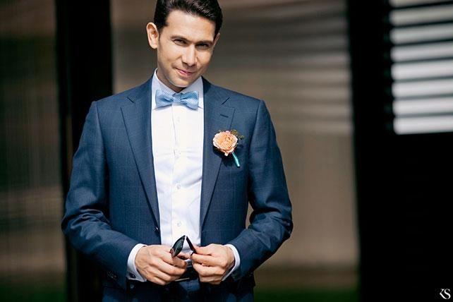 Синий свадебный костюм с бабачкой