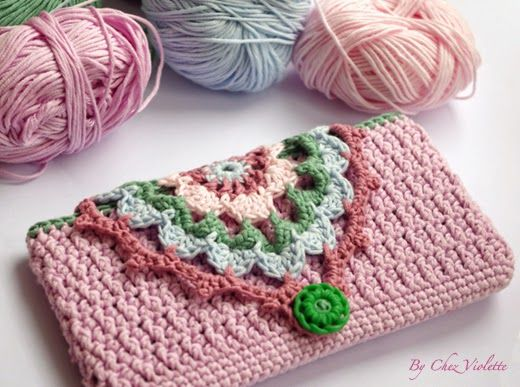 Tuto Etui de téléphone portable au crochet - Crochet Phone case tutorial with charts by Chez Violette