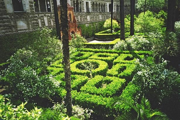 Image issue du site Web http://colleges.ac-rouen.fr/dunant-evreux/SPIP/html/andalousie/images/ar-seville-jardins2.jpg
