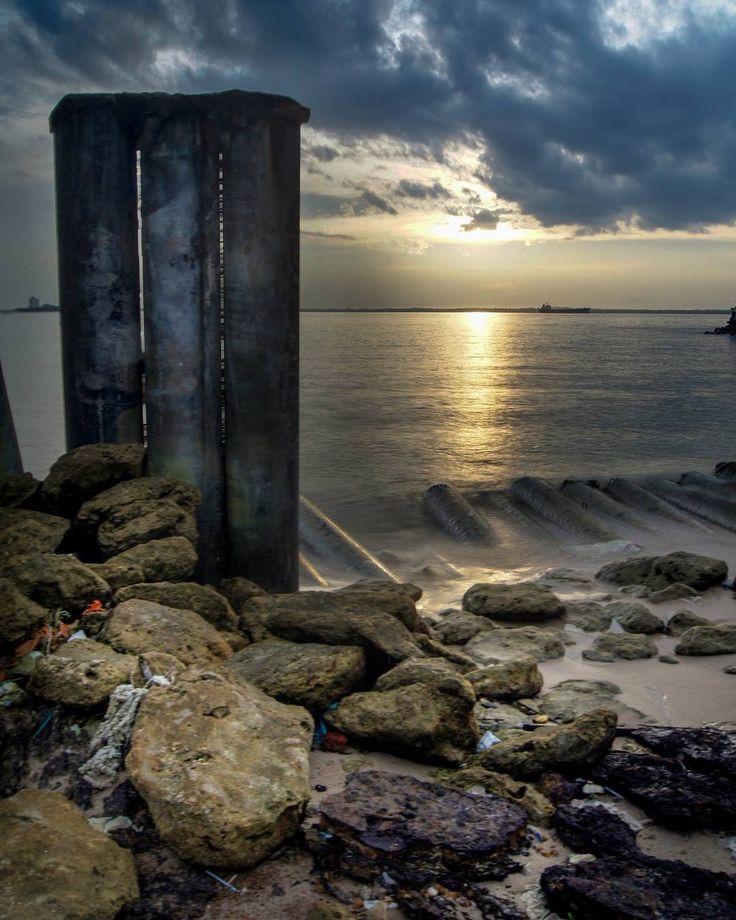 ________________________ Lok: banuapatra beach Balikpapan. ________________________ #balikpapan #balikpapanku #inibalikpapanbosku #anakmudabpp #ig_color #sunset #JDApg #sea #sky #photography #photoshoot #photobooth #instafame #instagram #landscape #landscapephotography #landscaper #tv #mood #moody #movie #awesome_earthpix #longexposure #longexposurephotography #photooftheday #cinematic #discovery #globe