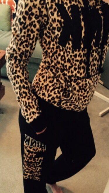 VS PINK Cheetah Sweat Outfit