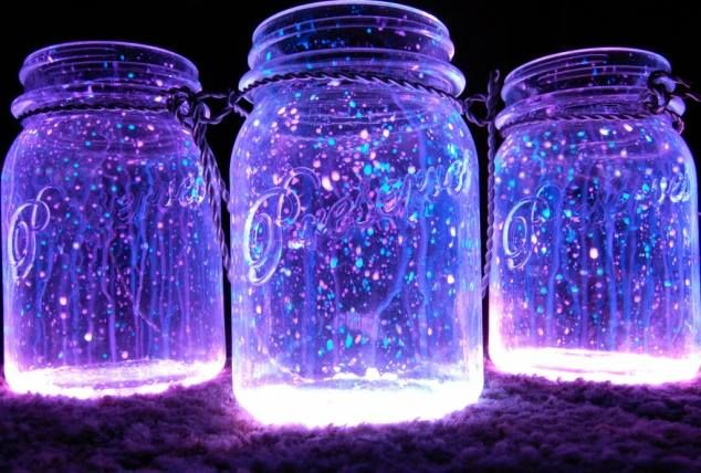 """Halloween DIY: """"FAIRIES IN A JAR  1. Cut a glow stick and shake the contents into a jar. Add diamond glitter 2. Seal the top with a lid. 3. Shake"""
