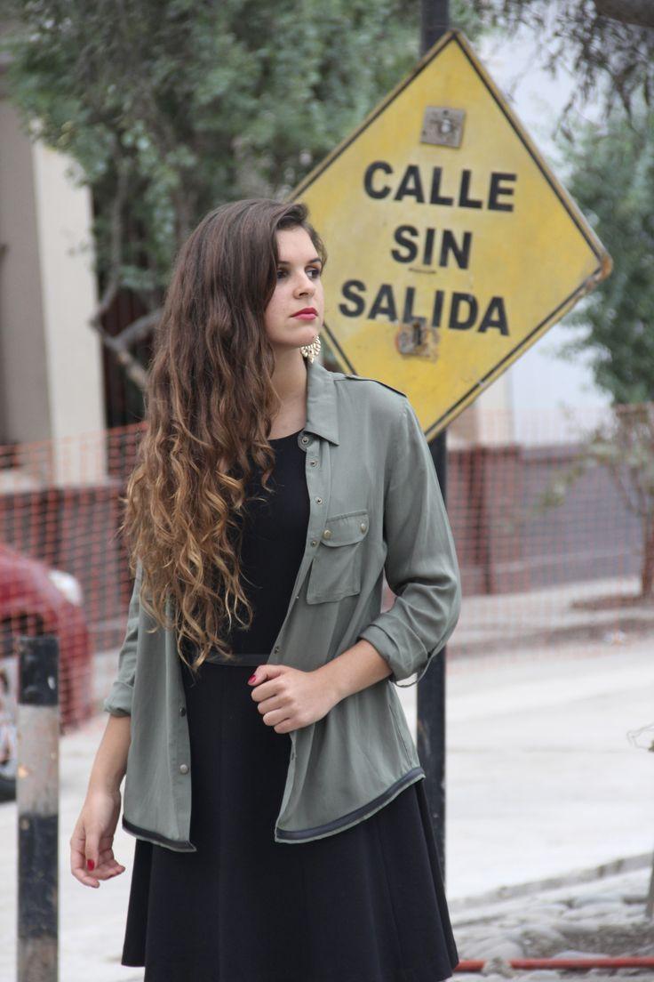 Outfit Floam! Vestido negro + botines con plataforma. Styling : Jennifer Flores  Encuentralo en Floam ... Av. San Martín 156 2do piso Barranco. — en Barranco, Lima, Peru.