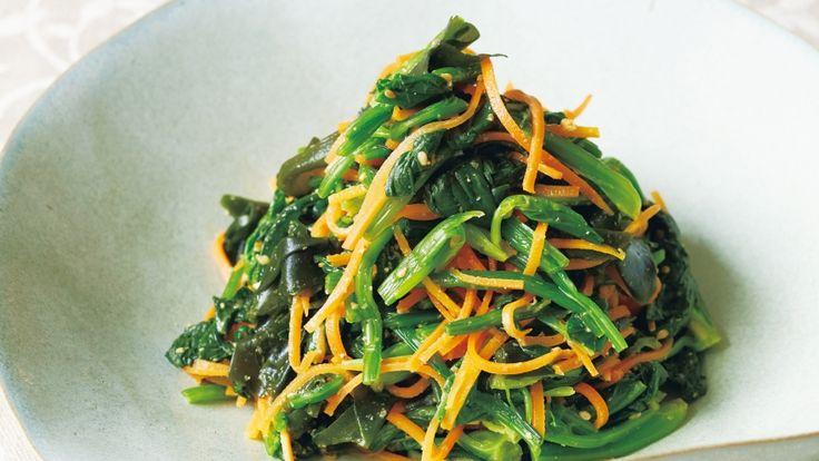 藤井 恵 さんのほうれんそう,にんじんを使った「ほうれんそうと海藻、にんじんのナムル」。冬の緑黄色野菜の王様「ほうれんそう」は鉄分、β-カロテン、ビタミンCが豊富で、貧血や風邪予防のため、積極的に食べたい野菜です。 NHK「きょうの料理」で放送された料理レシピや献立が満載。