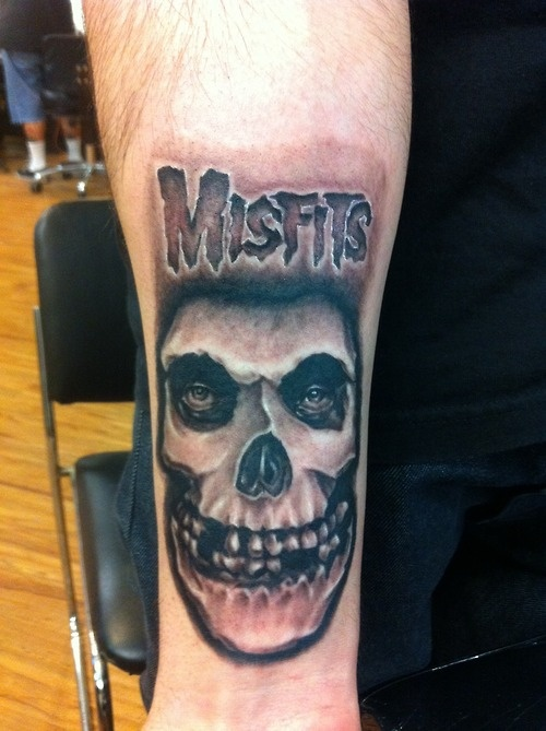 Did another misfits tattoo. This one is for all the fiends, gave the font a twist  www.facebook.com/irvinglupo  www.irvinglupotattoos.tumblr.com