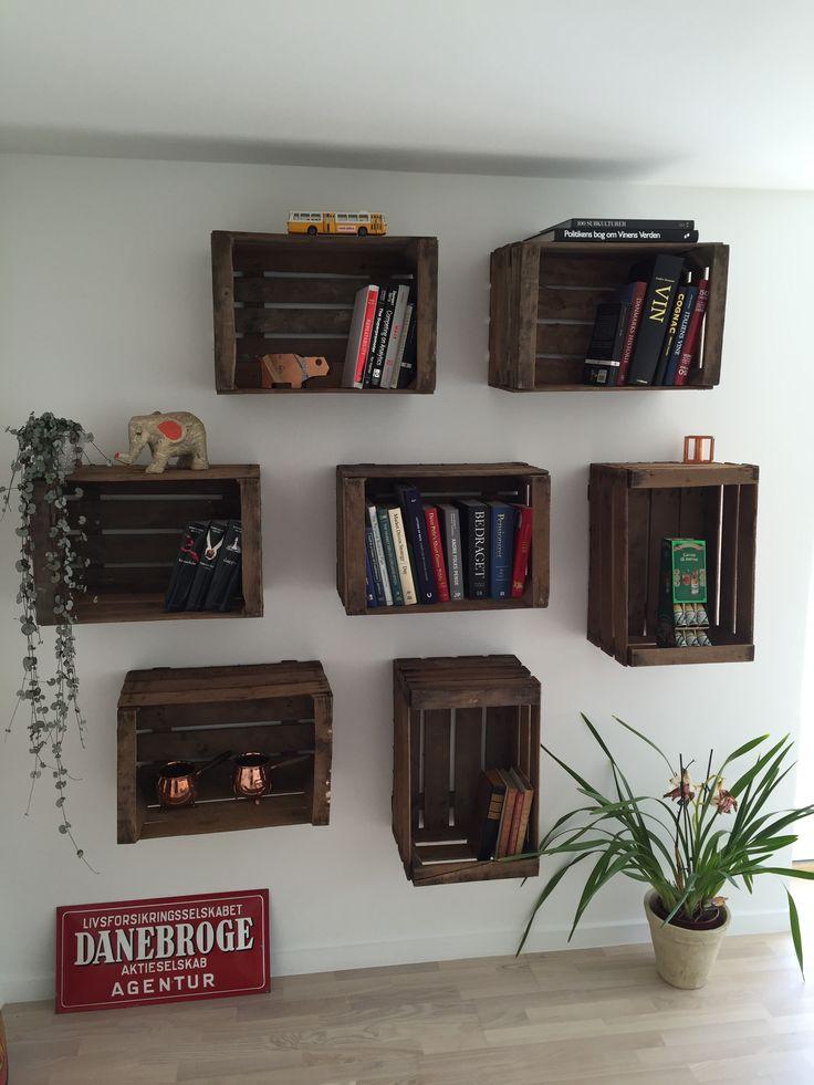 Spanske æblekasser brugt som bogkasser. DIY.