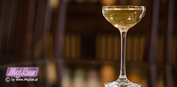 """KNICKERBOCKER """"Martini"""" dla koneserów:  gin - 60ml, wermut wytrawny - 10ml, wermut słodki - 10ml  Przepisy na drinki znajdziesz na: http://mojbar.pl/przepisy.htm"""