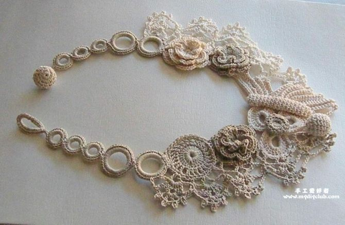 Beautiful Japanese Thread Crochet Necklace. I love the use of several shades of neutral colors.