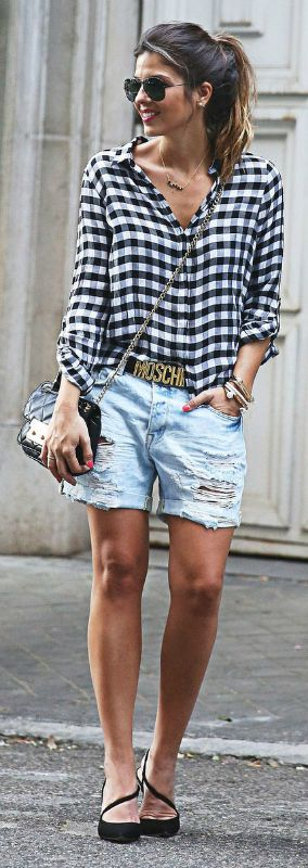 Natalia Cabezas shows off the perfect spring look of distressed denim boyfriend shorts and a baggy gingham shirt, finished off with black heels! Shirt: Zara, Shorts: Bershka, Belt: Moschino, Shoes: VGE via LV
