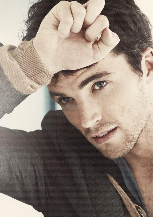 Ian Harding *sigh* he just might be my new favorite celebrity crush <3
