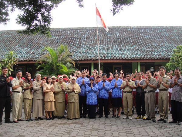 guru-guru SD N Nglempong