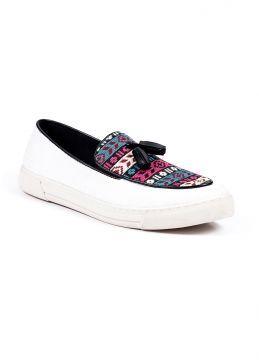 Beyaz Keten Kilim Desenli Püsküllü Yazlık Casual Ayakkabı