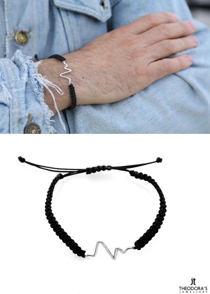 Χειροποίητο αντρικό βραχιόλι καρδιακοί παλμοί φτιαγμένο από ασήμι 925ο με μαύρο κορδόνι σε μακραμέ πλέξιμο.Το βραχιόλι αυξομειώνεται καθώς κλείνει με μακραμέ δέσιμο.  -    Handmade silver men`s heart pulse bracelet made of silver 925o and black cord with macrame knitting. This gents variable length bracelet has macrame ending.