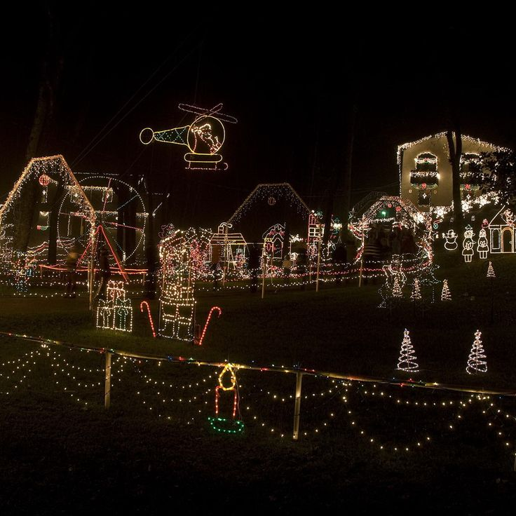 17 Best images about Christmas Lights! on Pinterest Christmas trees, Outdoor christmas and A house