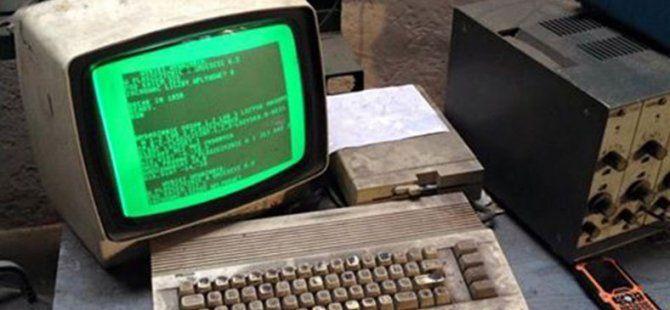 Polonya'da hâlâ Commodore 64 kullanan bir araba tamircisi