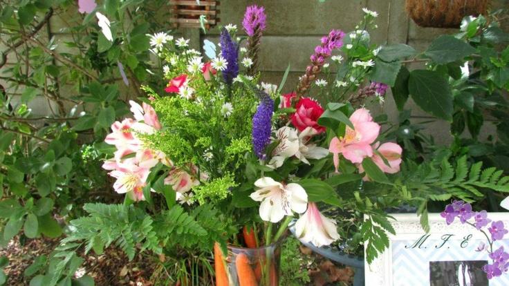 Easter themed flower arrangement www.memoriesforeverevents.com