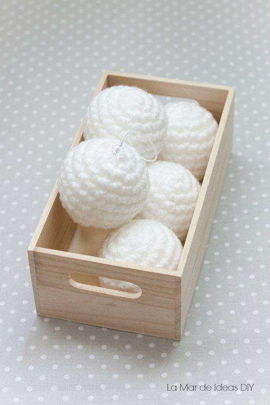 DIY - Bolas de Navidad de ganchillo con patrón gratis | Aprender manualidades es facilisimo.com
