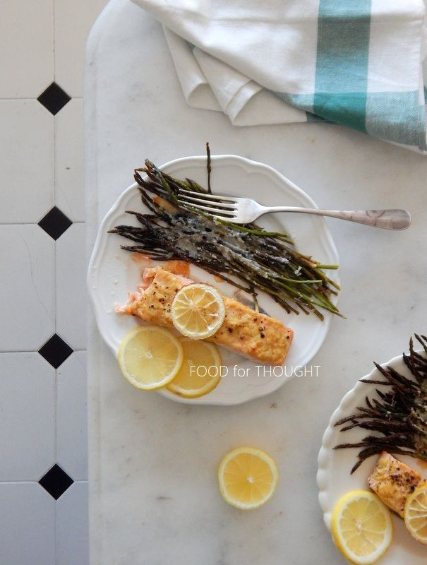 Food for thought: Ψητός σολομός με σκόρδο και λεμόνι και άγρια ψητά σπαράγγια με παρμεζάνα