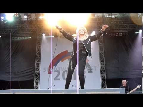 Bonnie Tyler - Potsdam, Germany - 29/06/2013 - Have You Ever Seen The Rain #bonnietyler #gaynorsullivan #gaynorhopkins #thequeenbonnietyler #therockingqueen #rockingqueen #music #rock #2013 #germany #potsdam #bonnietylervideo #haveyoueverseentherain #concert