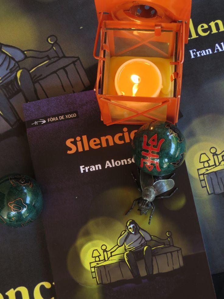 Pequena alfaia literaria: «Silencio», de Fran Alonso. Crítica de Francisco Martínez Bouzas publicada no seu blog Novenoites. Silencio (Xerais, 2014, colección Fóra de Xogo). Consultar aquí: http://novenoites.blogaliza.org/2014/06/14/paranoias-urbanas/ ou aquí: http://blog.xerais.es/2014/pequena-alfaia-literaria-silencio-de-fran-alonso-critica-de-francisco-martinez-bouzas/ «Abonda con deixarse transportar polos ingredientes do medo e da intriga para que as prosas de Fran Alonso tiren do…