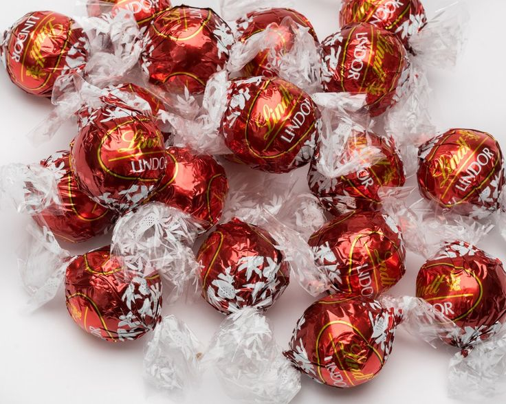 The original and some think the best Lindt Lindor truffle. Rich and smooth milk chocolate shell with a soft milk chocolate ganache in it's centre. Irresistible