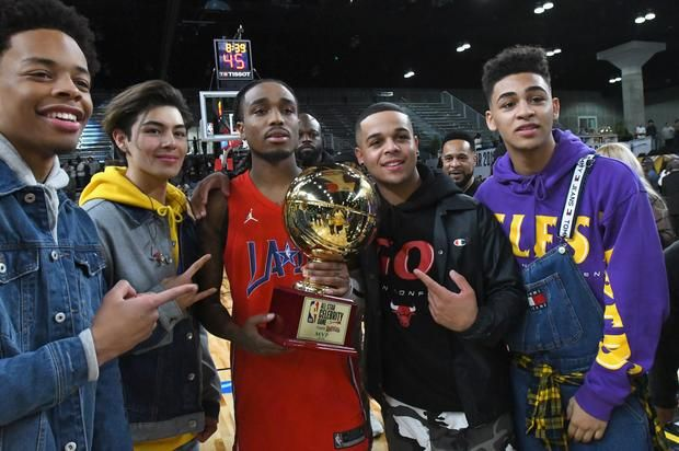 Quavo Deserves NBA Contract According To Atlanta Hawks DJ Big Tigger believes Quavo could have a future as a professional ball player.https://www.hotnewhiphop.com/quavo-deserves-nba-contract-according-to-atla... http://drwong.live/article/quavo-deserves-nba-contract-according-to-atlanta-hawks-dj-news-44350-html/