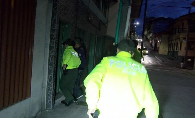 """operacion leviatan permite la captura de 33 personas por trafico de estupefacientes - Categoria: Actualidad  ND: Interior de una casa se encontrA un tAnel que al parecer fue utilizado para el transporte de los alucinAgenos. Para materializar la operaciAn de """"leviatAn"""" y desmantelar la estructura criminal, los hombres y las mujeres de la Seccional de InvestigaciAn Criminal recogido material probatorio de los elementos e informaciAn a travAs de fuentes humanas durante 9 meses. A las 6 de la…"""