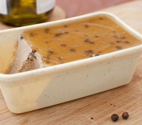 Fałszywe foie gras - Przepisy.To znakomity przepis Anieli Rubinstein, nieco uproszczony na potrzeby tych, którym się śpieszy. Fałszywe foie gras to przepis, którego autorem jest: Magda Gessler