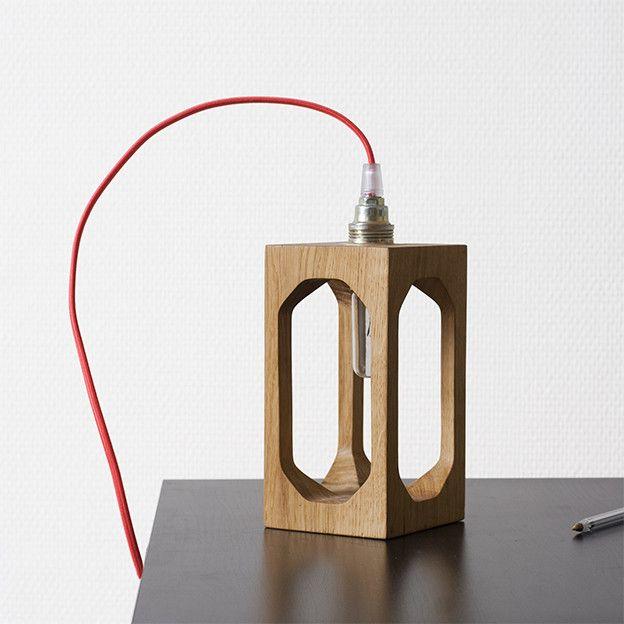 Une superbe lampe style lanterne :D En vente sur Decostock : http://www.decostock.fr/lampe-style-lanterne-en-bois-massif,fr,4,blumen-lampe-lantern.cfm#.UqdR-_TuJu0